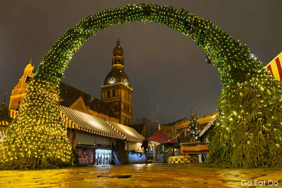 Evangelical Lutheran Cathedral of Riga seen through an illuminated arch at the Christmas Market, in central Riga, Latvia
