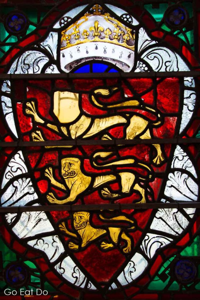 Stained glass window depicting the three lions of England in Salisbury Cathedral.